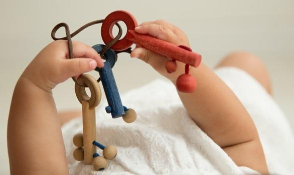 La magia del juego, manos ágiles, mentes creativas. De 3 a 8 meses de la vida del bebé.